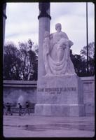 Close view of Monumento a los Defensores de la Patria