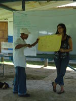 Alternate view of a man sharing his work with participants at an agribusiness workshop in El Plátano, Panama